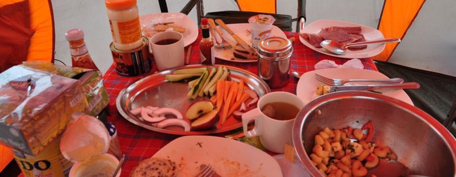 ארוחת צהריים על הר הקילימנג'רו